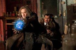 Nicolas Cage è Balthazar Blake mentre Alfred Molina interpreta il suo arcinemico Maxim Horvath