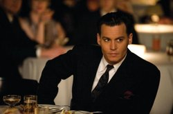 Depp in una scena di Public Enemies pellicola in cui interpreta il gangster John Dillinger