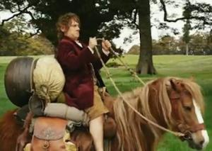 Bilbo a cavallo del suo destriero