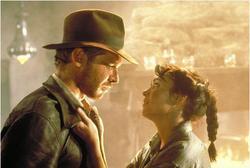 Harrison Ford e Karen Allen nei Predatori dell'arca perduta