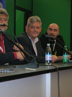 Joe Dever, il creatore di Lupo Solitario (al centro(