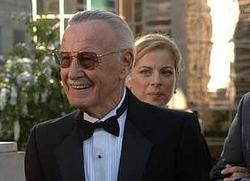 Stan Lee vestito a festa per il matrimonio dei suoi figliocci: Sue Storm e Redd Richards