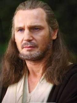 Liam Neeson nei panni di Qui-Gon Jinn in Star Wars I
