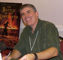 Lo scrittore Rick Riordan