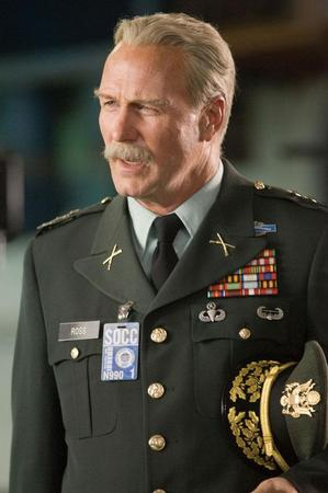 "William Hurt è Thaddeus E. ""Thunderbolt"" Ross"