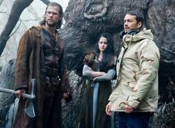 Chris Hemsworth il cacciatore, Kristen Stewart Biancaneve e Rupert Sanders il regista
