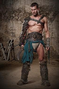 Andy Whitfield nei panni di Spartacus