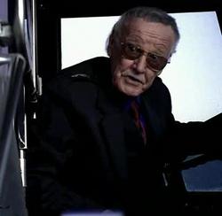 Stan Lee alla guida dell'autobus
