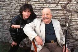 Alla sinistra di Gene Wolfe vediamo niente meno che Neil Gaiman