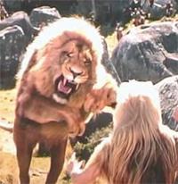 Aslan attacca la Strega Bianca