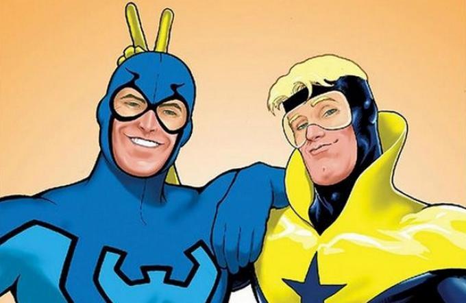 Blue Beetle (a sinistra) e Booster Gold (a destra) in un'illustrazione di Kevin Maguire