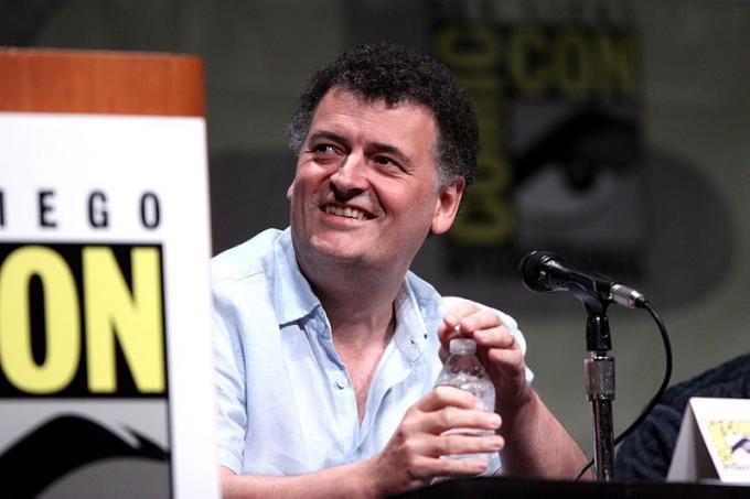 Steven Moffat allaSan Diego Comic-Con International del 2012. Foto diGage Skidmore CC 2.0