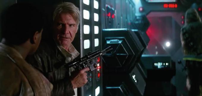John Boyega ed Harrison Ford in Star Wars: il risveglio della Forza.