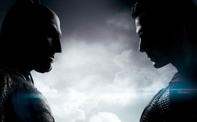 Il poster ufficiale di Batman v Superman: Dawn of Justice diffuso in occasione della San Diego Comic-Con 2015