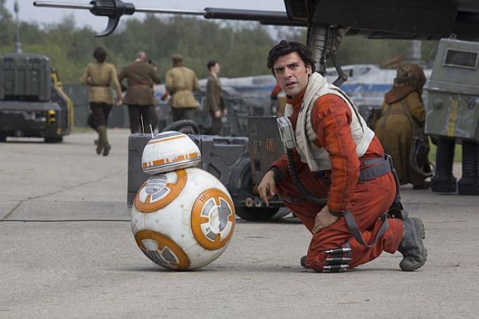 BB8 e Oscar Isaac nei panni di Poe Dameron