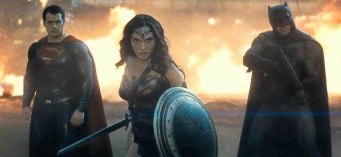 Da sinistra a destra: Superman (Henry Cavill), Wonder Woman (Gal Gadot) e Batman (Ben Affleck)