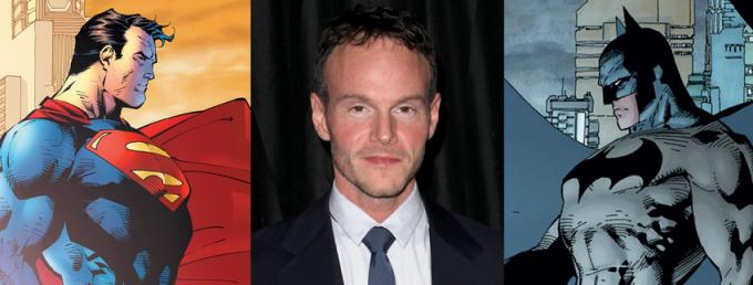 Chris Terrio tra Superman e Batman (illustrati da Jim Lee)