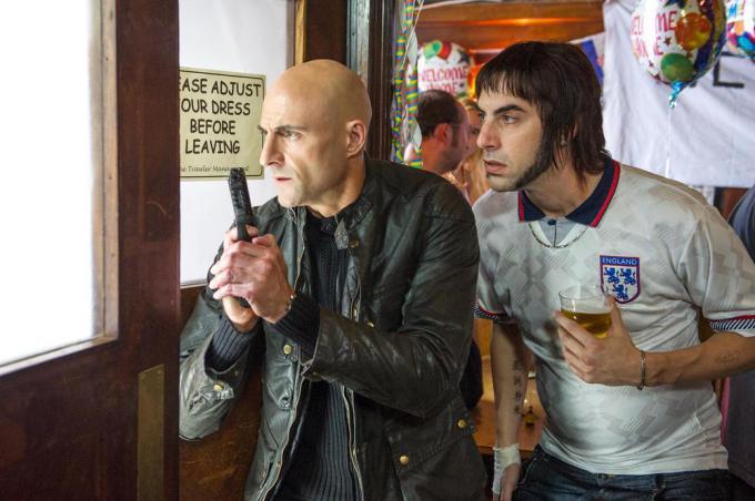 Mark Strong e Sacha Baron Cohen