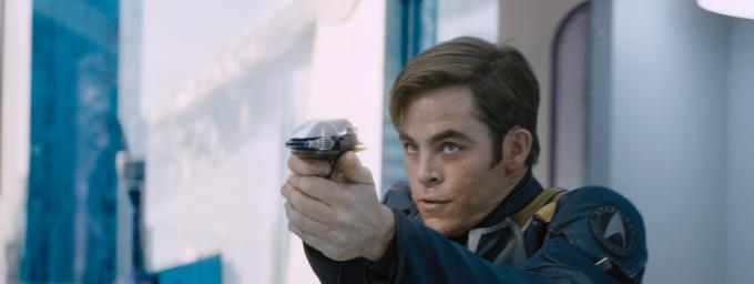 Chris Pine è James T. Kirk in Star Trek: Beyond