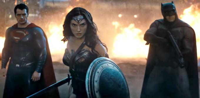 Superman (Henry Cavill), Wonder Woman (Gal Gadot) e Batman (Ben Affleck) in <i>Batman v Superman: Dawn of Justice</i>