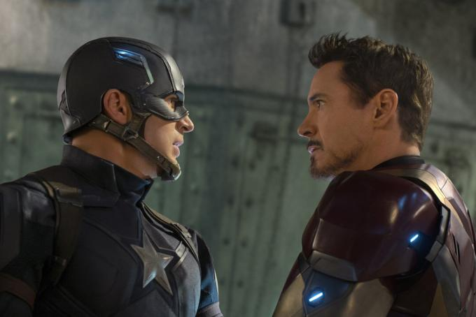 Chris Evans e Robert Downey Jr. in Captain America: Civil War.