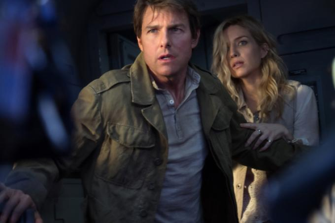 Tom Cruise e Annabelle Wallis in The Mummy