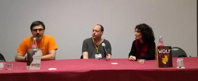 Emanuele Manco, Lavie Tidhar e Flora Staglianò sul palco della Deepcon 18. Foto di Paolo Arosio