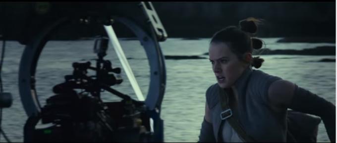 Daisy Ridley sul set di Star Wars: Gli ultimi jedi