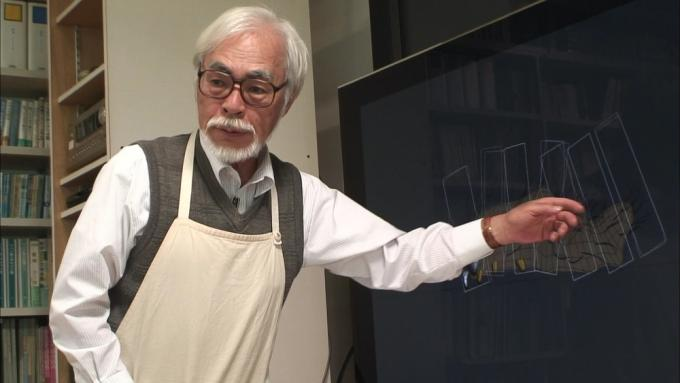 Il regista Hayao Miyazaki in una scena di Never Ending Man.