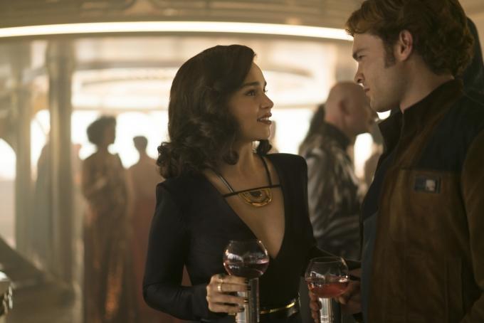 Emilia Clarke e Alden Ehrenreich in Solo: A Star Wars Story