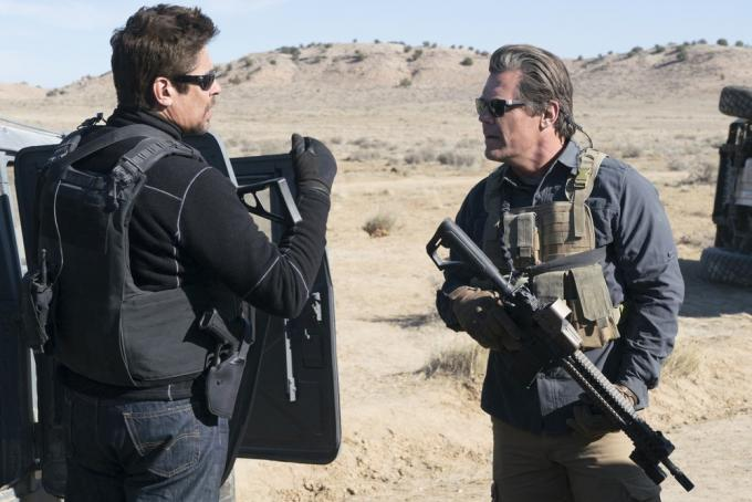 Benicio Del Toro e Josh Brolin in Soldado