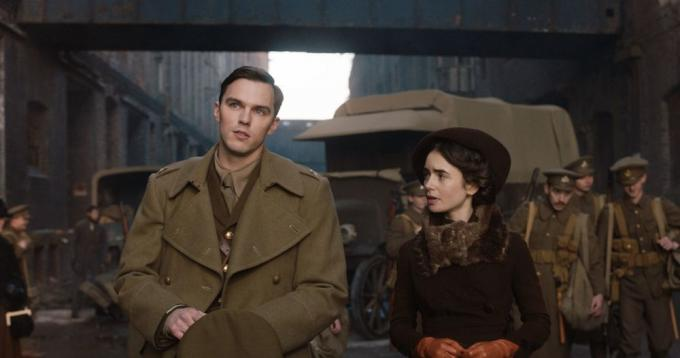 Nicholas Hoult e Lily Collins in <i>Tolkien</i>