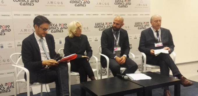Emanuele Vietina, Monica Barni, Silvio Viale e il sindaco di Lucca Alessandro Tambellini al Press Cafè dedicato a Se leggi colori la tua vita a Lucca Comics & Games.