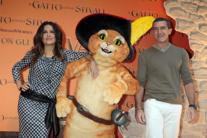 Salma Hayek e Antonio Banderas insieme al Gatto