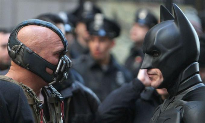 Bane (Tom Hardy) e Batman (Christian Bale) sul set di New York.
