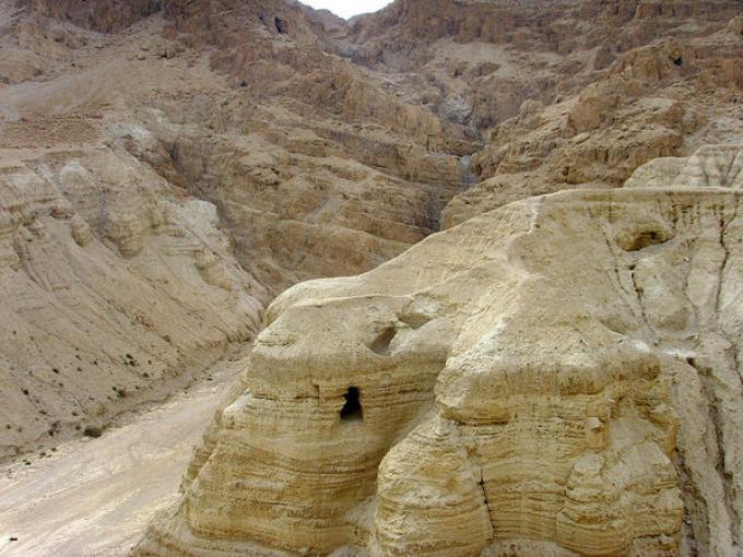 Qumran in Cisgiordania, Medio Oriente. In questa grotta sono stati trovati  i Rotoli del Mar Morto. Foto di Effi Schweizer