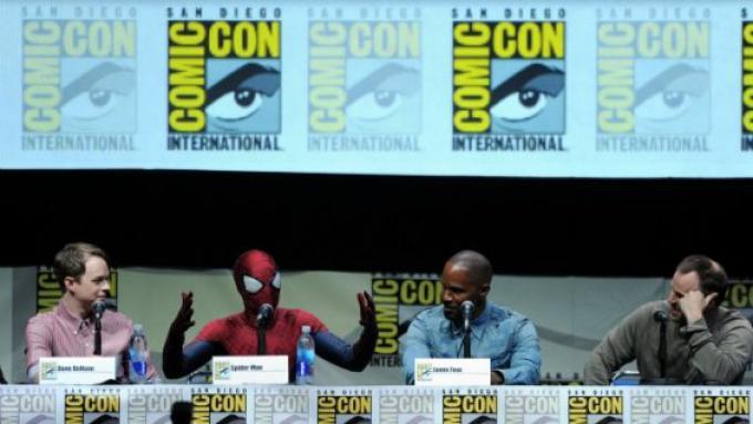 Dane DeHaan, Andrew Garfield (vestito da Spider-Man), Jamie Foxx e il regista Marc Webb al Panel Comic-Con 2013