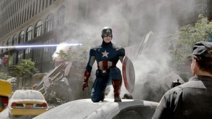 Chris Evans è Capitan America in The Avengers. Tornerà al cinema in Capitan America 2 nel 2014.