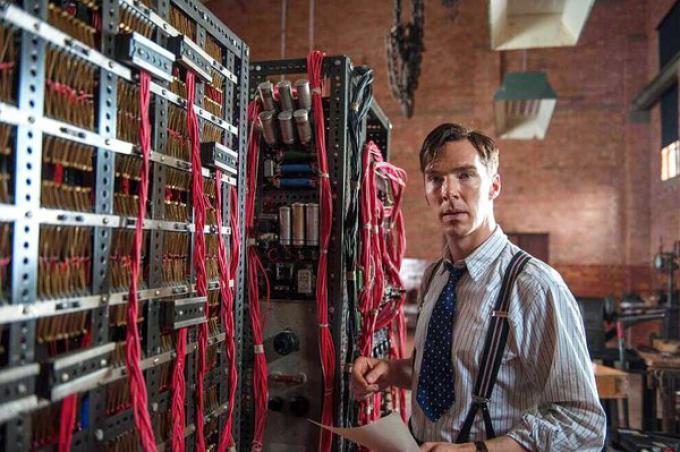 Benedict Cumberbatch nel ruolo di Alan Turing in The Imitation Game