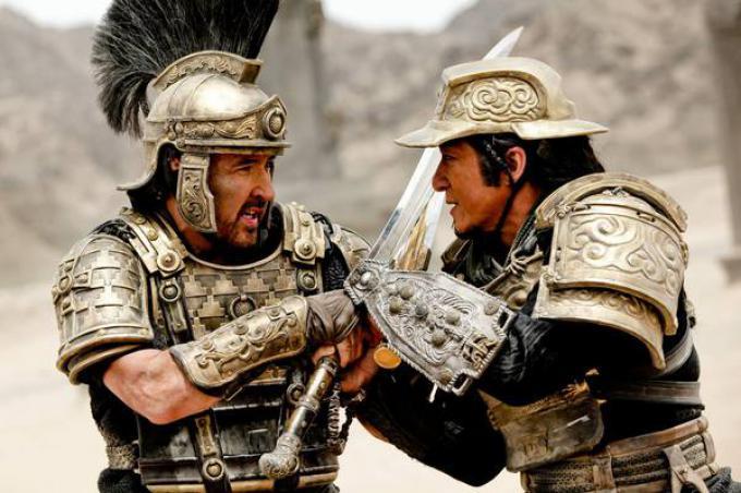 John Cusack e Jackie Chan in Dragon Blade