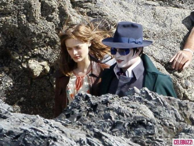 Bella Heathcote e Johnny Depp sul set di Dark Shadows.