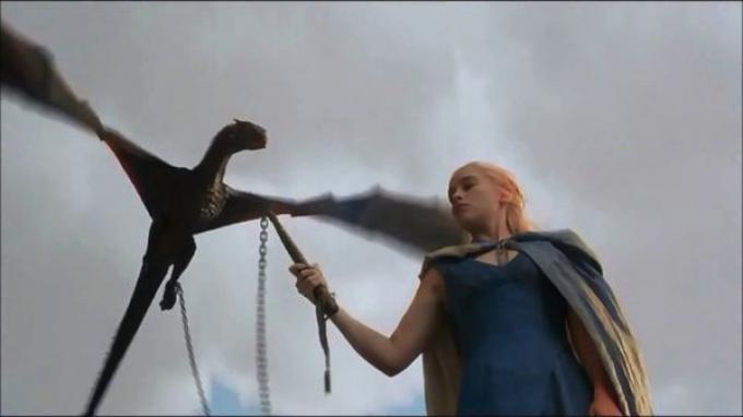Emilia Clarke nella terza stagione di Game of Thrones: per qualcuno sta arrivando il momento di morire.