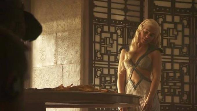 Emilia Clarke nella quarta stagione di Game of Thrones
