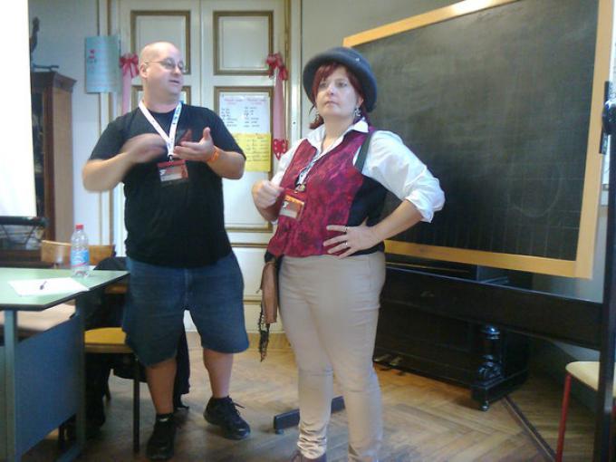 """Drew Karpyshyn e la traduttrice al seminario """"scrivere per il videogioco, scrivere dal videogioco"""""""
