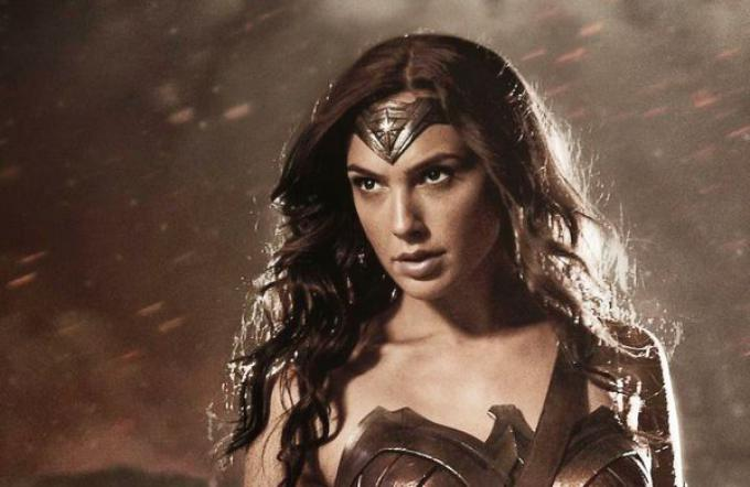 Wonder Woman (Gal Gadot) nella sua prima immagine ufficiale di Batman v Superman: Dawn of Justice