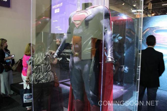 Il costume di Superman in mostra al Licensing Expo 2012