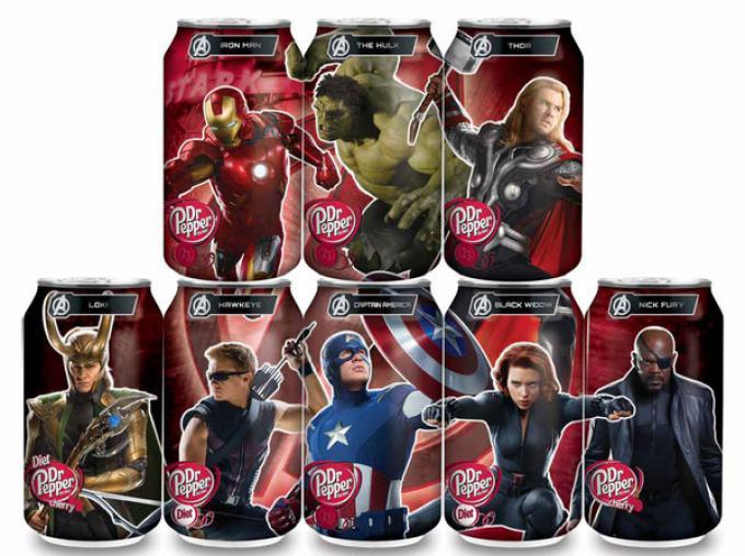 I personaggi del film sulle lattine Dr Pepper.