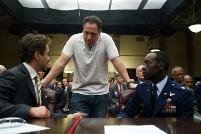 Robert Downey Jr, Jon Favreu e Don Cheadle sul set di Iron Man 2