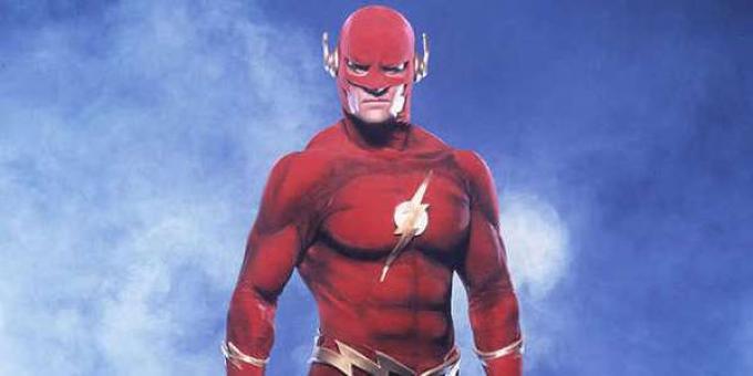 John Wesley Shipp nei panni di Flash