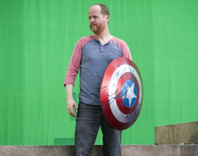 Joss Whedon. L'uomo che può dare ordini a un gruppo di eroi. E lo fa!